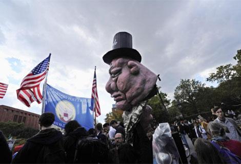Ambiente festivo en el Washington Square Park durante la protesta. | Efe