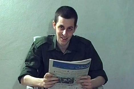 Guilad Shalit, en una foto hecha pública en 2009. | Reuters