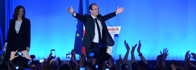 Los socialistas celebran la victoria en la Bastilla. | Afp VEA MÁS FOTOS