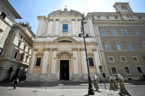 Vista de la facha de la iglesia de San Apollinare en Roma. | Efe
