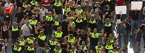 Policías municipales en la marcha de Valencia. | Benito Pajares