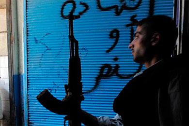Imagen de un rebelde en la ciudad de Alepo. | Afp
