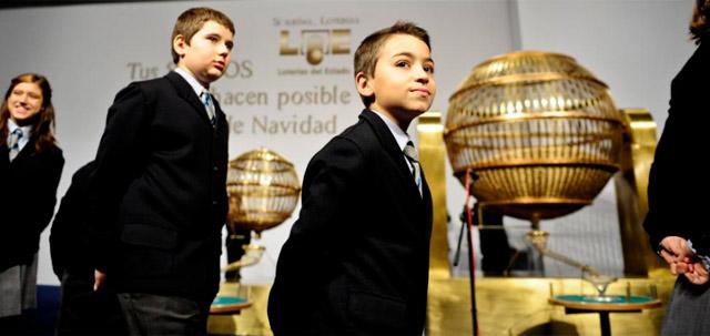 Niños de San Ildefonso en el sorteo del año pasado. | Gonzalo Arroyo