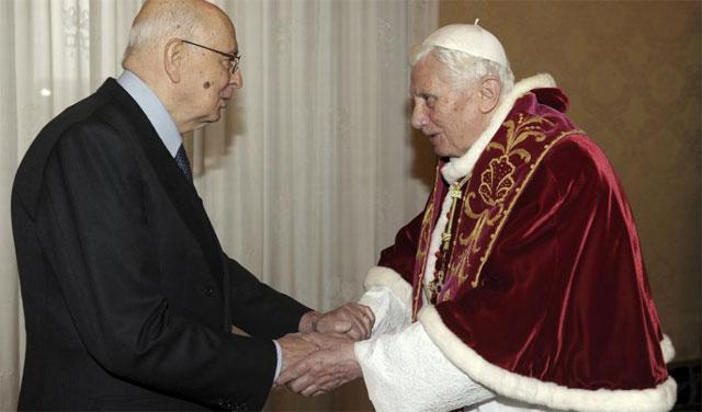 El Papa recibe al presidente italiano para despedirse | Reuters