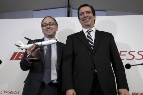 Rafael Sánchez Lozano (d) y Luis Gallego en la presentación de Iberia Express. | Alberto di Lolli
