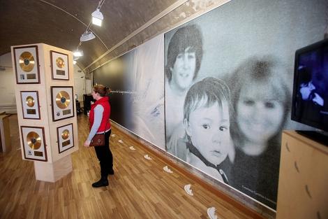 Una de las salas donde se muestran fotografías y discos de oro. | F. Ledesma