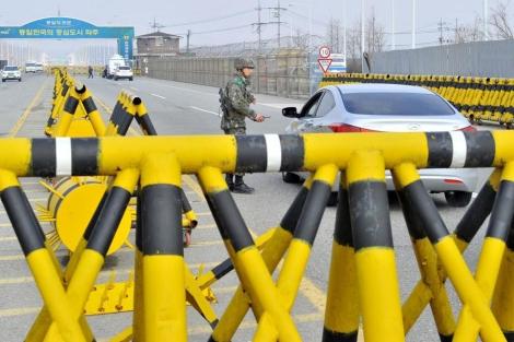 Trabajadores surcoreanos se dirigen a Kaesong