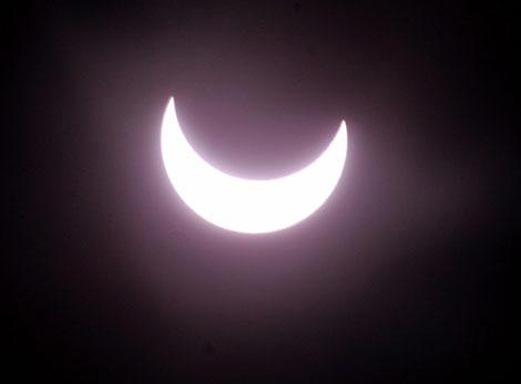 Primera fase de un eclipse solar anular. | Reuters