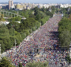 Miles de corredores en Valencia.
