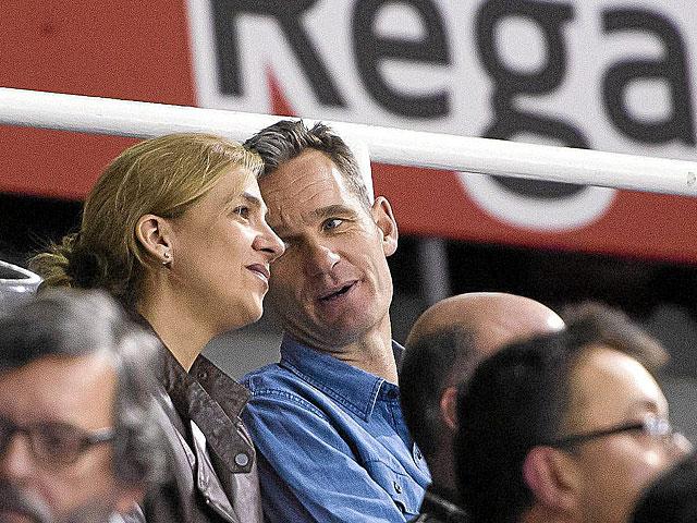 La Infanta Cristina y su marido Iñaki Urdangarin, viendo un reciente partido de balonmano. | Pablo Pueyo