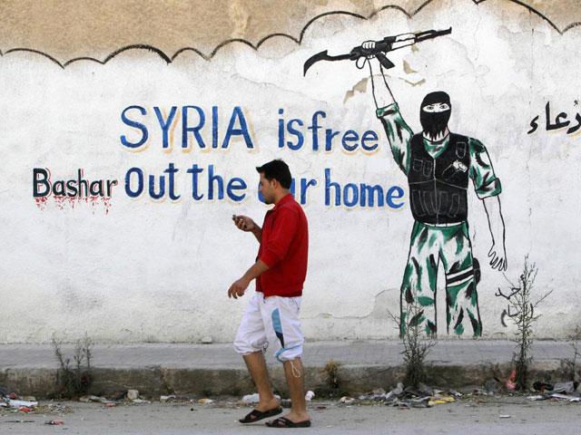 Una pintada en un muro que ensalza la revolución siria y desprecia al dictador.| Reuters