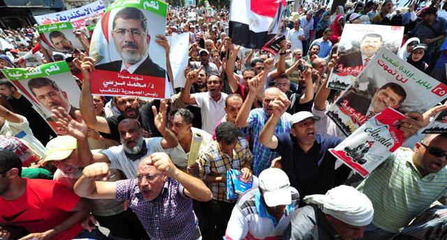 Partidarios de Mohamed Mursi recorren las calles de El Cairo.| Afp