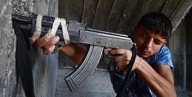 Un combatiente rebelde, en la ciudad siria de Alepo. | Afp