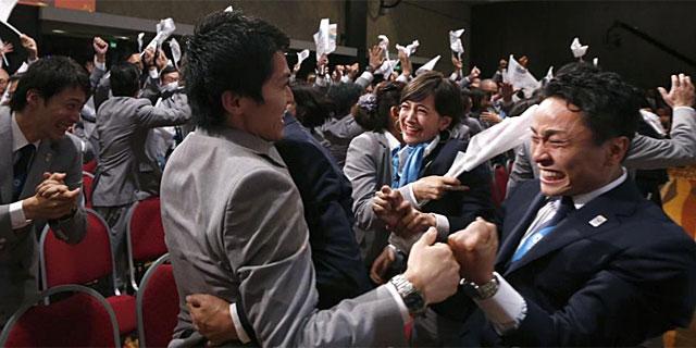 Los miembros de la candidatura de Tokio celebran la victoria. (Reuters)