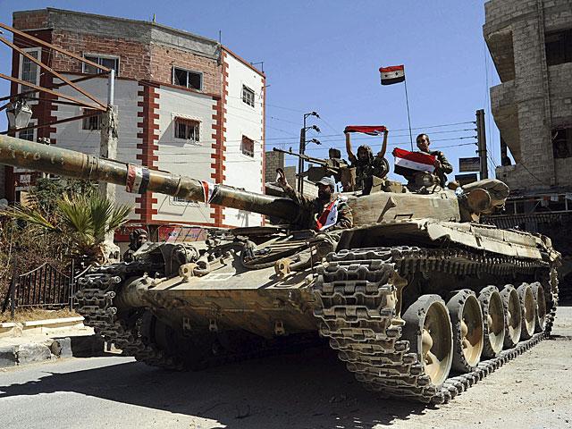 Un tanque del Ejército sirio vigila una calle de Damasco (imagen facilitada por la agencia Sana). | Efe