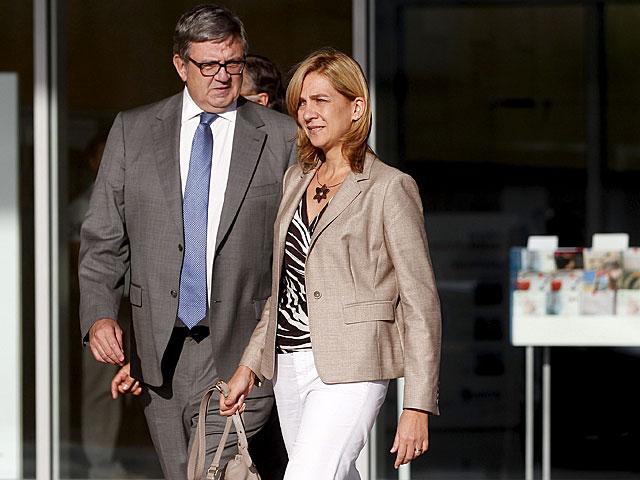 La Infanta junto a García-Revenga, imputado en el 'caso Nóos', tras visitar al Rey en septiembre. | Barbancho