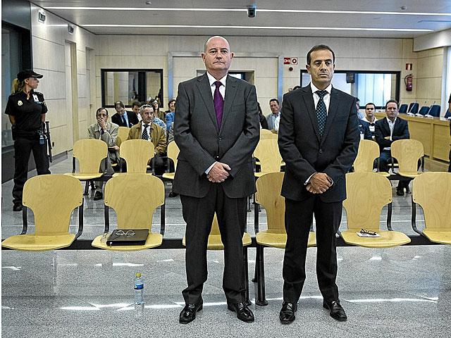 Enrique Pamies y José María Ballesteros, durante el juicio por el 'caso Faisán'.