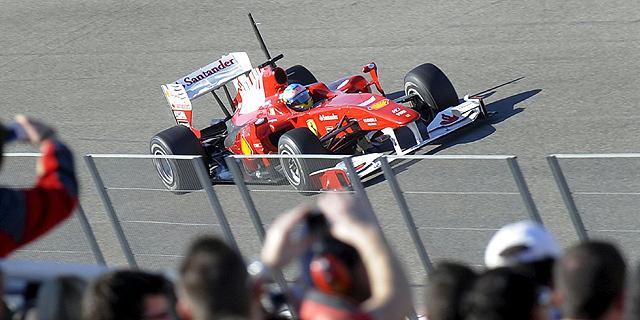 Fernando Alonso, en el momento de saltar a la pista de Cheste. (Foto: EFE)