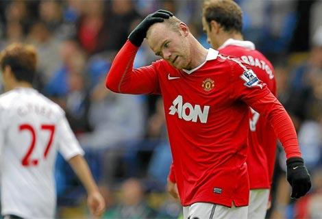 Rooney se lamenta durante el encuentro contra el Bolton. Foto: Reuters