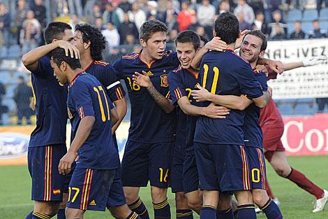 Los jugadores españoles celebran uno de los goles. | Efe