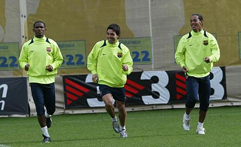 Eto'o, Deco y Ronaldinho, durante un entrenamiento. | Quique García.