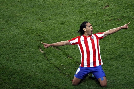 Falcao celebra su segundo tanto en Bucarest. | Reuters