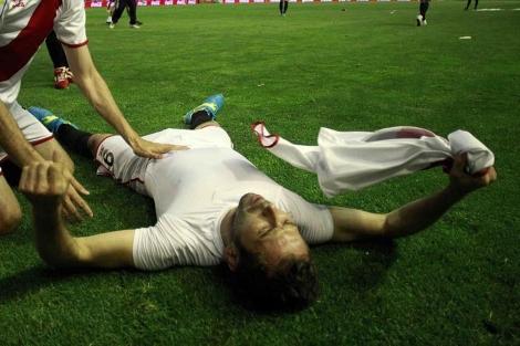Tamudo celebrando el gol que dio la permanencia al Rayo |Javier Barbancho
