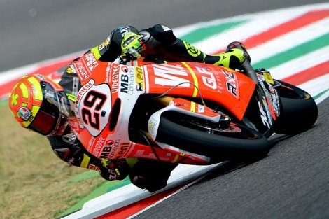 El piloto italiano Andrea Iannone rodando en su casa, en el circuito de Mugello.I EFE