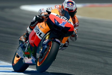 Casey Stoner, en accin en el asfalto de Laguna Seca. (AFP)