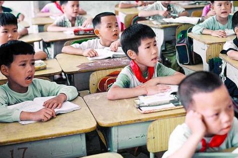 Niños chinos asisten a clase. | EL MUNDO