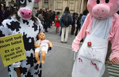 Manifestantes vegetarianos en Lyon (Francia). | Foto: Jean-Philippe Ksiazek
