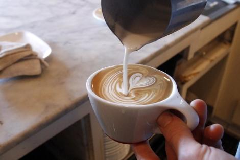 El café puede ser un desencadenante del problema. | Afp
