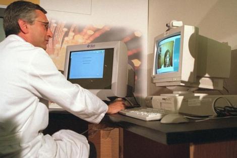 Un especialista, en una videoconferencia. | Chema Tejada