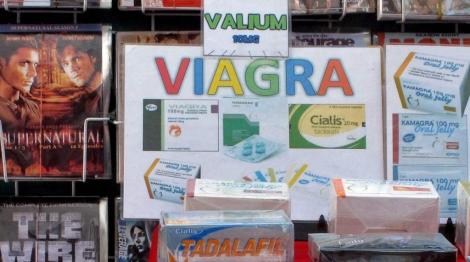 Películas y medicamentos falsificados en Bangkok, Tailandia. |Barbara Walton