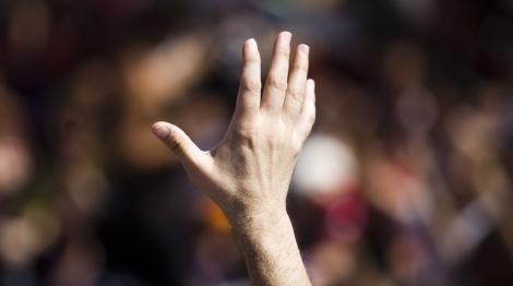Imagen de archivo de una mano alzada. | Roberto Cárdenas