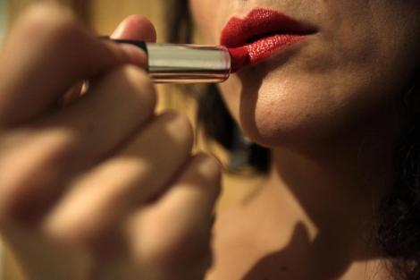 La compra de cosméticos está relacionada con aspectos emocionales. | Olmo Calvo | SINC