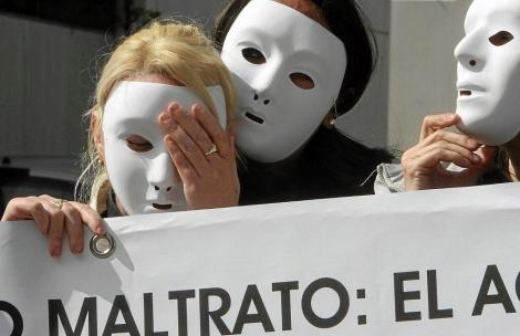 Concentración contra el acoso a la mujer en Sevilla. | Foto: Carlos Marquez