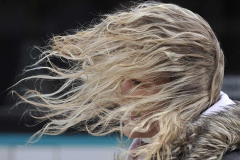 Existen pocos fármacos aprobados para la caída del pelo. | Foto: Boris Roessler