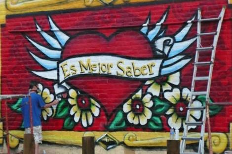 Mural en Santa Fe a favor de las pruebas del sida. | NLAAD
