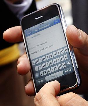 El iPhone, la revolución móvil de 2007... ¿y de 2008?. (Foto: REUTERS)