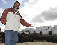 Juan Manuel Sánchez Gordillo, 47 años, alcalde de Marinaleda y el hacedor de que sus vecinos tengan una vivienda prácticamente gratis. / JOSÉ F. FERRER