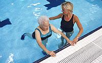 Los ejercicios en la piscina deben ser moderados y en agua caliente. (Foto: Digital Bank)