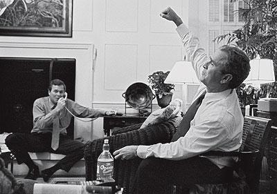 Victoria Texana. Brooks Kraft retrató el gesto triunfal de George Bush en Austin cuando su hermano Jeb le transmitió alguna buena noticia durante el interminable recuento de los resultados electorales de 2000.