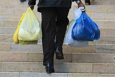 ALTERNATIVAS. Algunos supermercados han creado tipos diferentes de bolsas para que sean usadas varias veces.