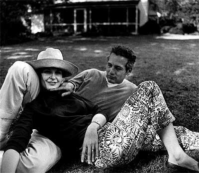 Feliz matrimonio. Los actores Joanne Woodward y Paul Newman, en su casa de Connecticut (EEUU), en 1965, siete años después de su boda.