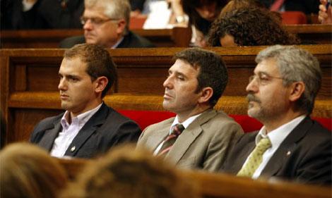 Robles (dcha.), junto a José Domingo y Albert Rivera en el Parlament   Antonio Moreno
