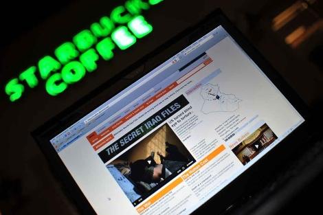 La televisión Al-Jazeera cubre las noticias sobre los documentos secretos de EE.UU publicados en Wikileaks. | AFP