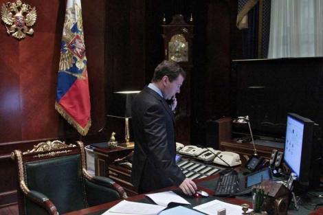 Medvedev siguió el lunes el atentado desde su residencia en Gorki.   Ap