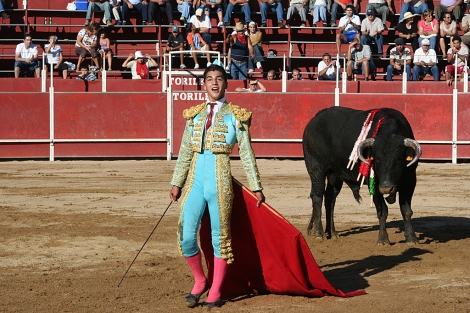 Jairo Miguel, durante una corrida de San Bartolomé en Noia en 2006. | P. Silva / El Correo Gallego
